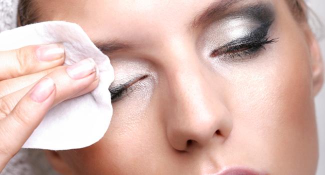 Porque retirar a maquiagem antes de dormir