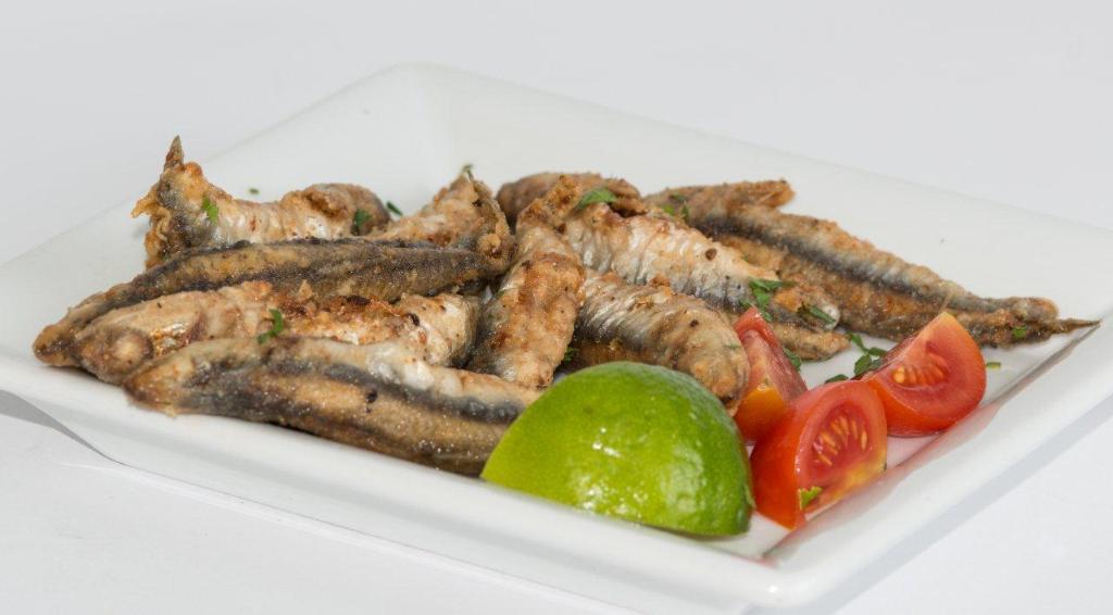 DESEO Tapas Bar - Fritierte Boquerones (ganze ausgenommene Sardellen)