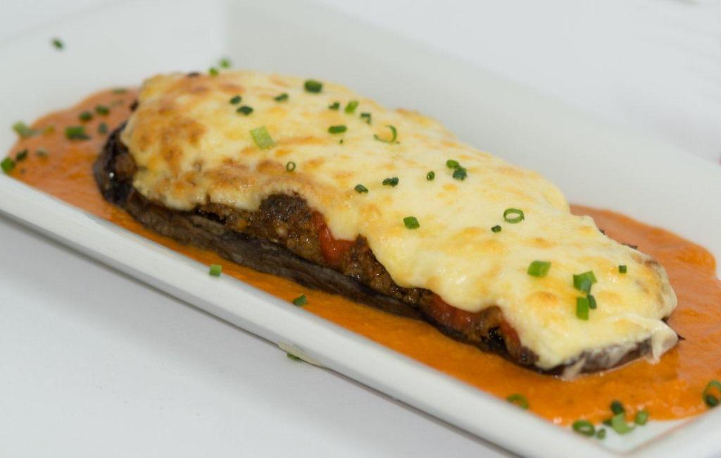 DESEO Tapas Bar - Gebackene Aubergine mit Rinderhackfleisch und Käse gratiniert