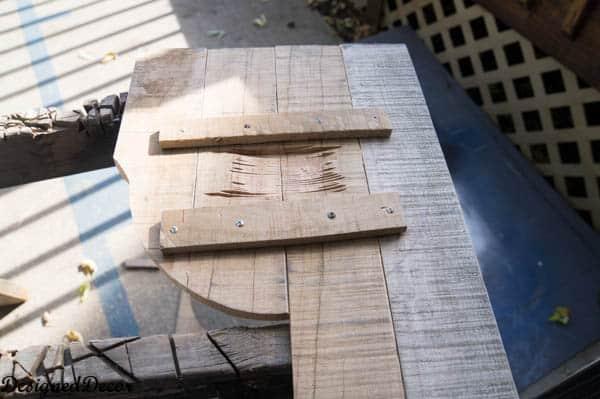 using a jigsaw to cut pallets