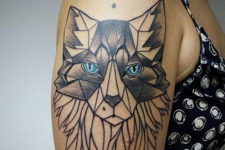 geometric wolf tattoo by aline wata