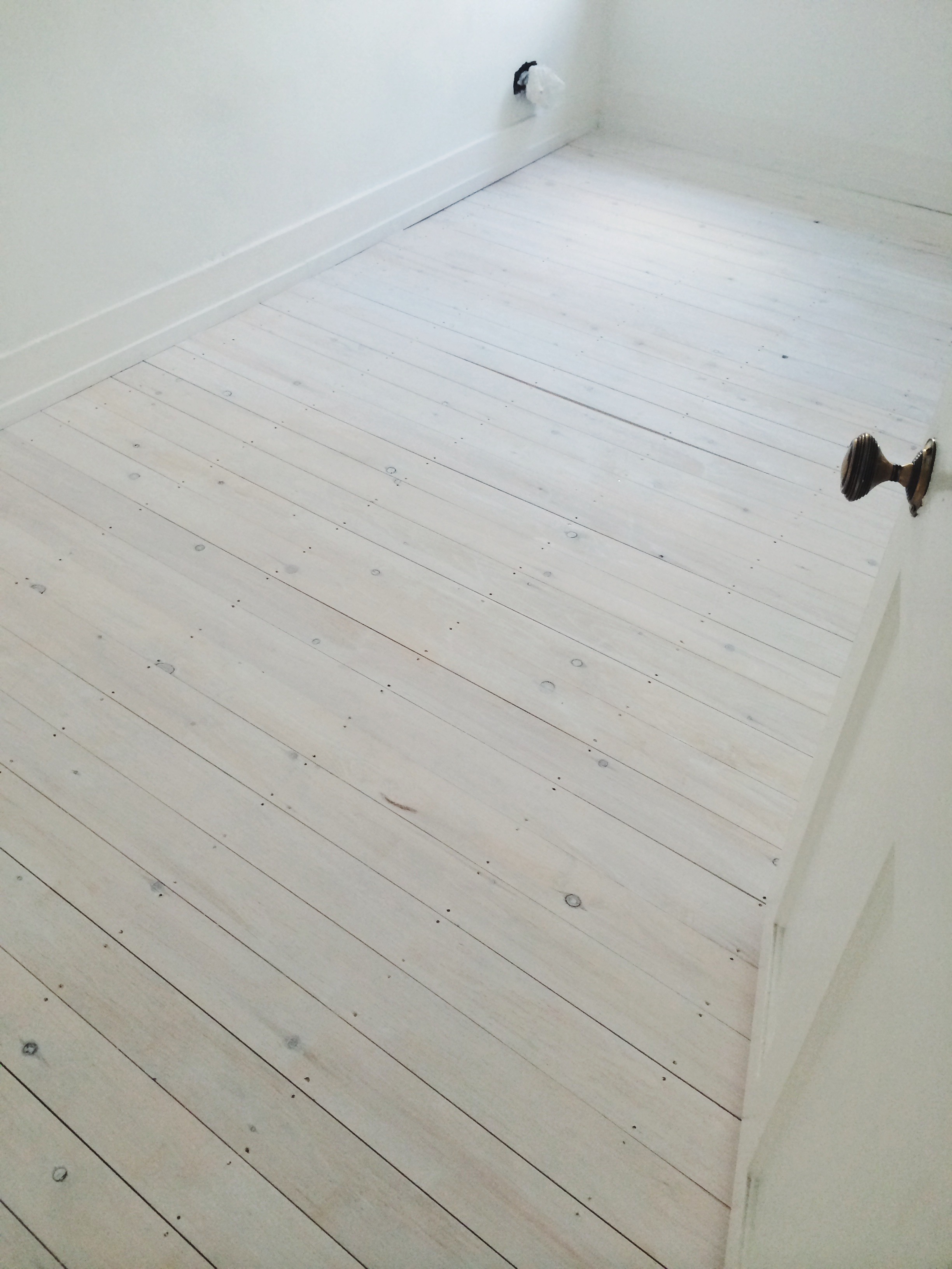How to quickly easily d i y whitewashed floorboards White washed wood flooring