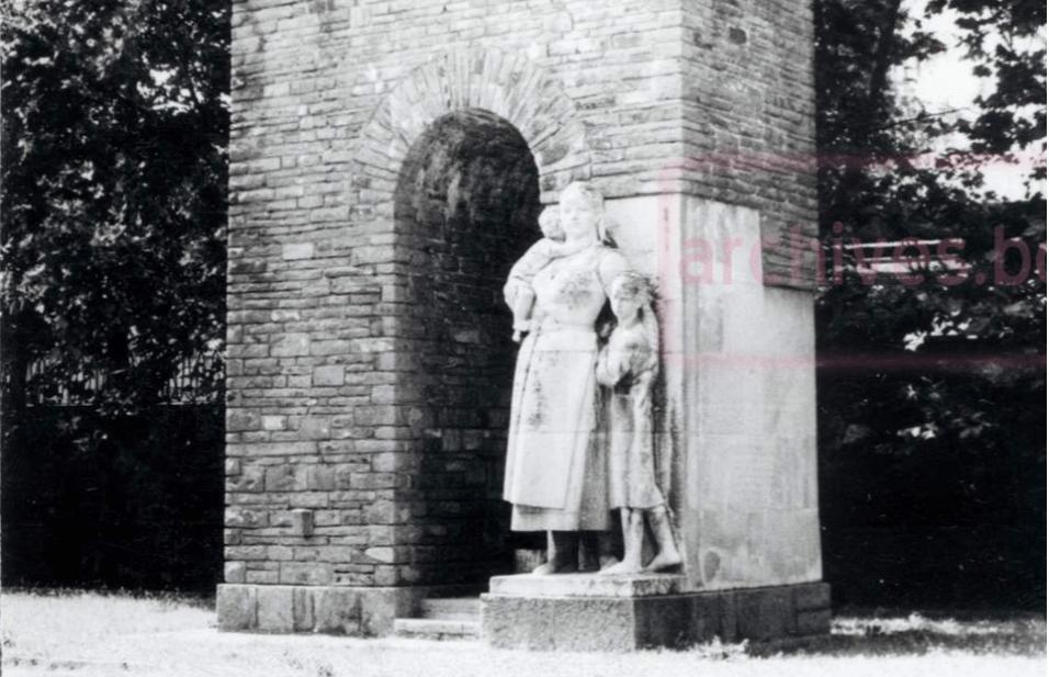 """Паметник """"Майка България"""" през 1976г."""