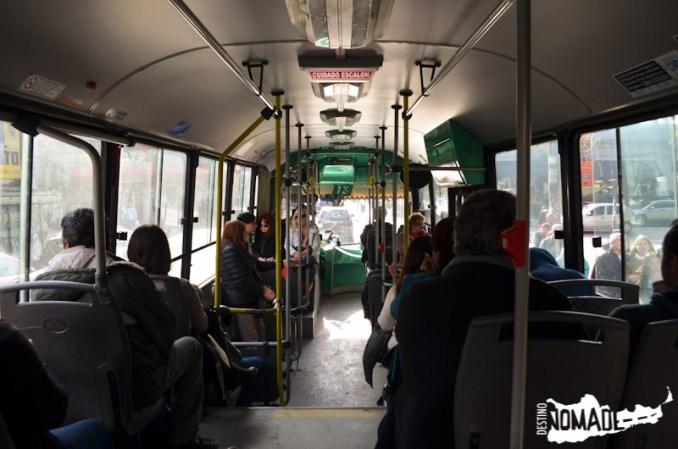 Viajando en colectivo hacia los trámites.