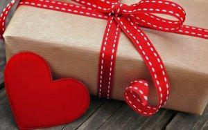Puisi Cinta Mendapatkan Hadiah Romantis Dari Kekasih
