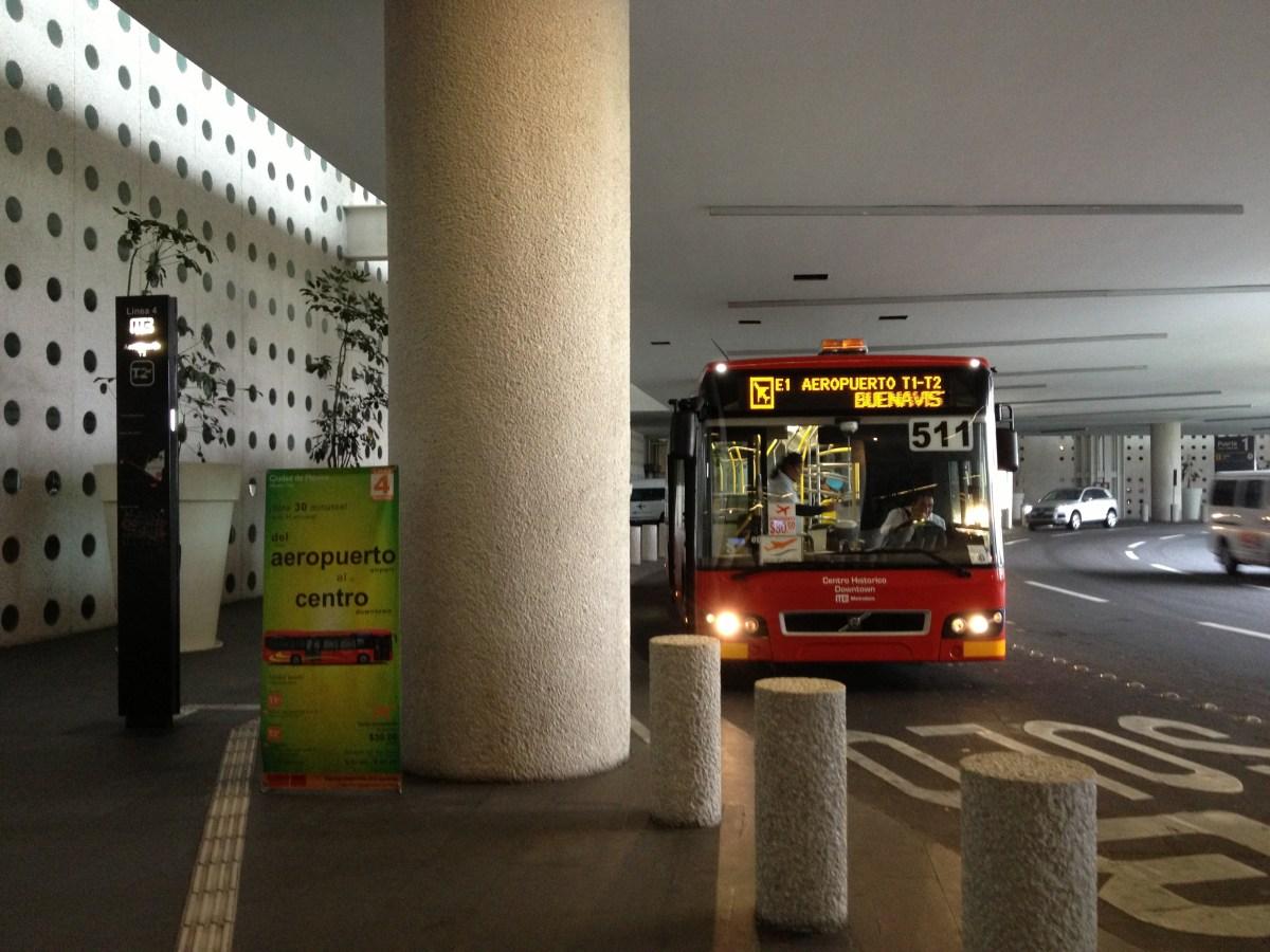 Del aeropuerto al centro en Metrobús