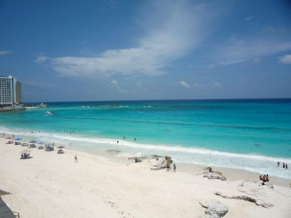La playa que está detrás de Coco Bongo