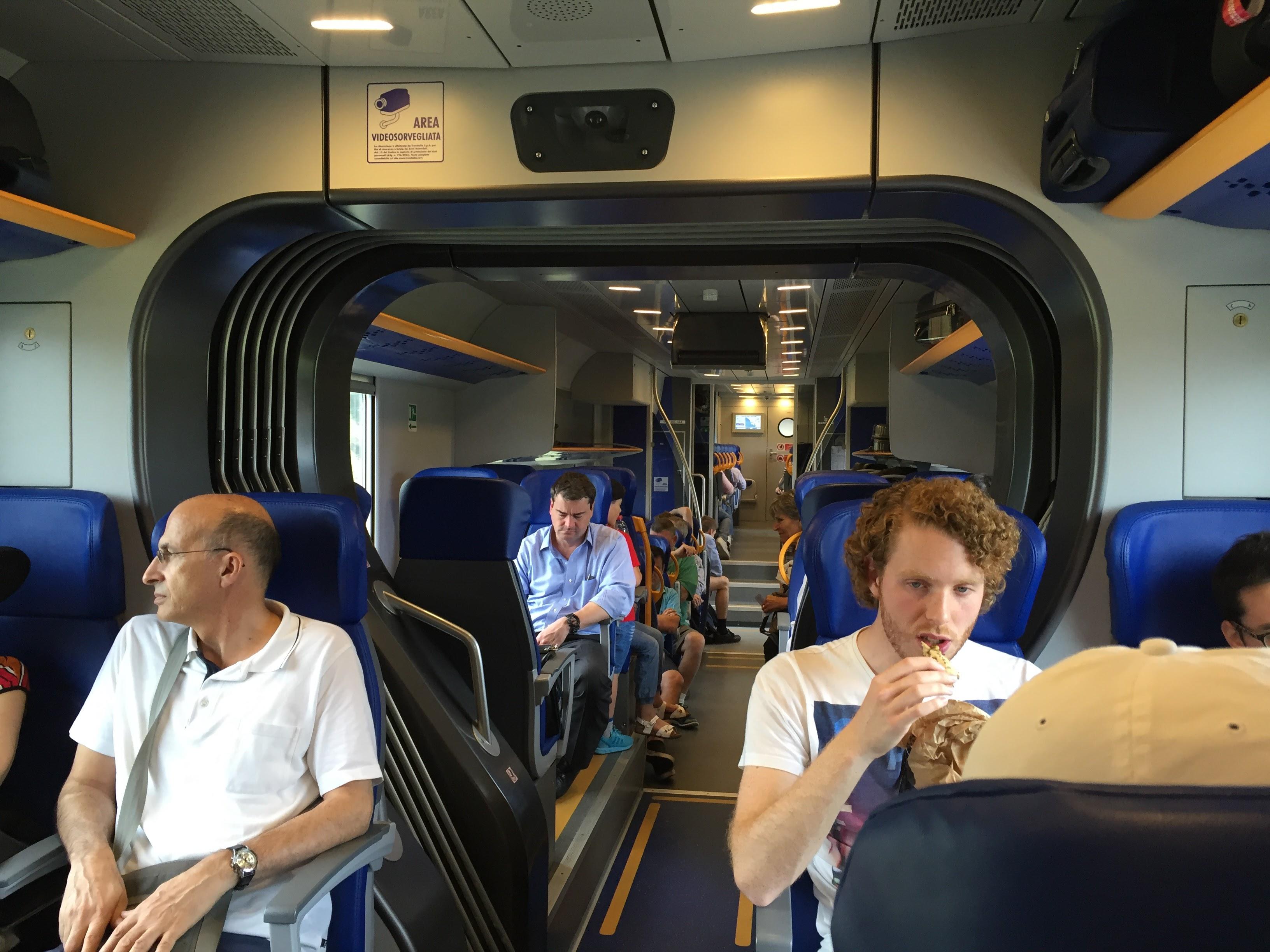 El interior del tren Leonardo Express