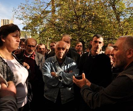 chiatura miners discussing