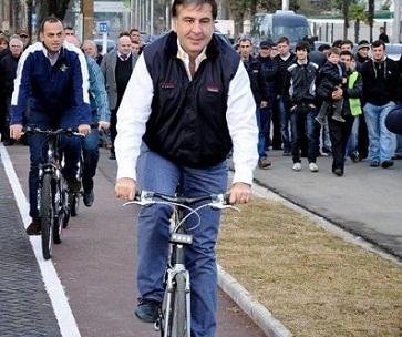 mikheil saakashvili - bicycle ride in Turkey, 2013-04-08
