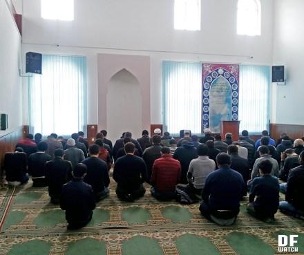 Friday prayer in Shia mosque (DFWatch)