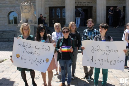 A small group of feminist and LGBT activists rallied in front of the Tbilisi City Court's building demanding an immediate release of the detainees. (DFWacth)