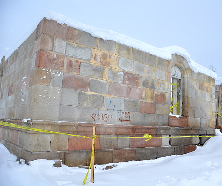 Mokhe_mosque_ruins_snow_small