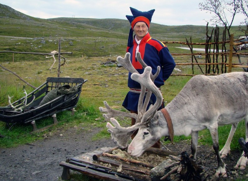 Sami and reindeer. Photo by Dutchbaby @flickr (Some Rights Reserved).