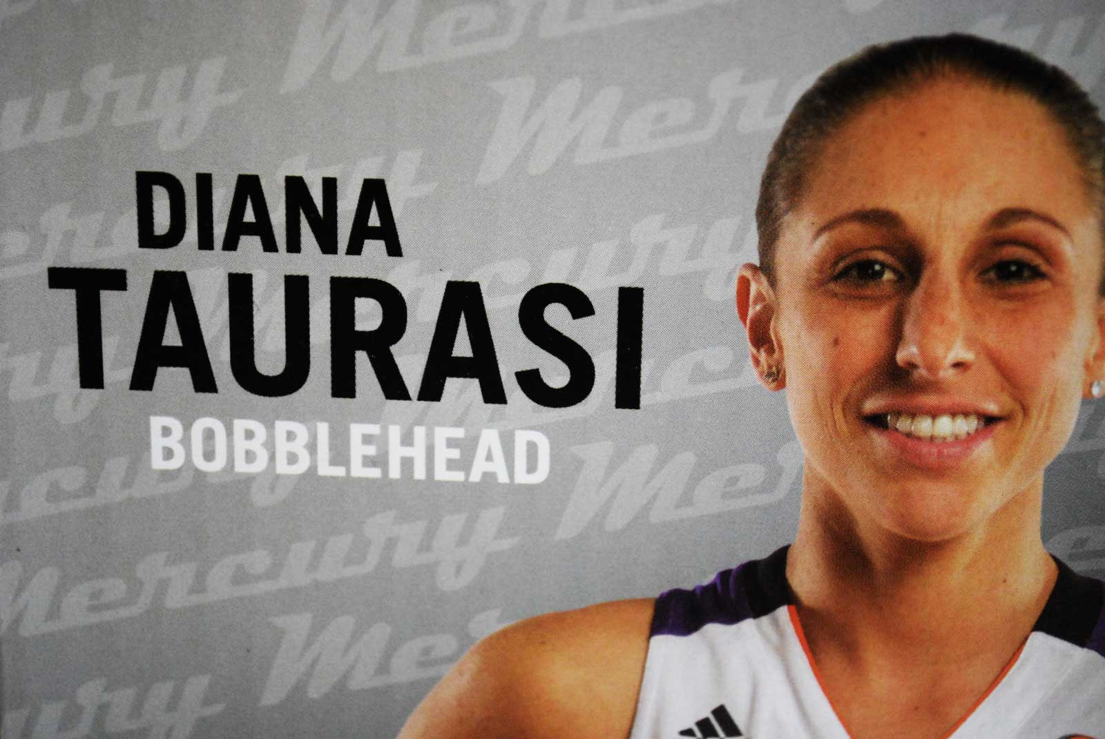 diana taurasi signs contract extension to complete 4