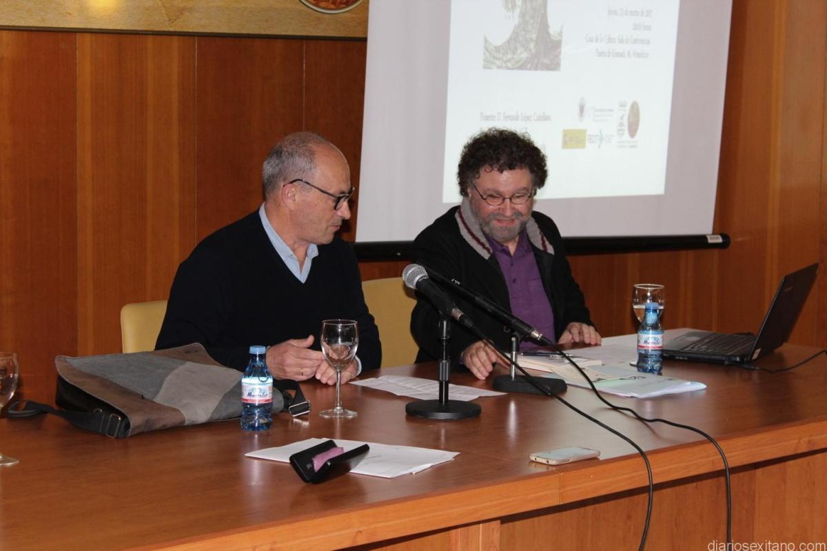 El profesor López Castellano habló en Almuñécar sobre la crisis económica.