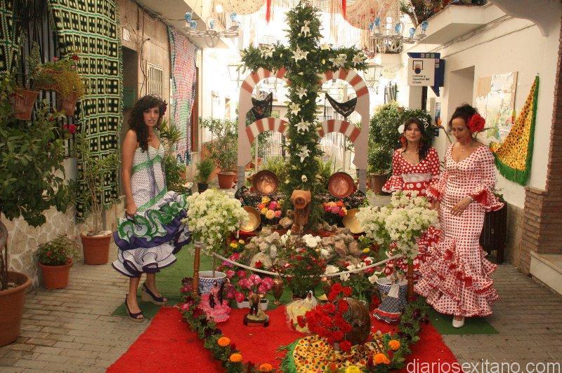 Casi una veintena de cruces participan en Certamen de Cruces en Almuñécar y La Herradura