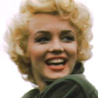220px-Marilyn_Monroe,_Korea,_1954_(cropped)