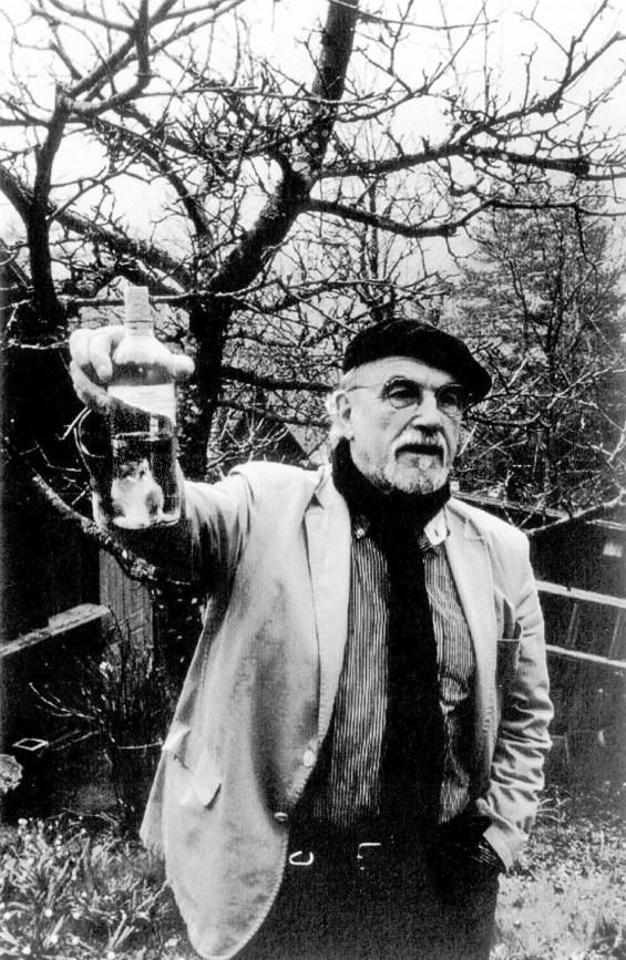 In der Flasche (wahrscheinlich) Gelbhalsmaus – und Walter Pilar