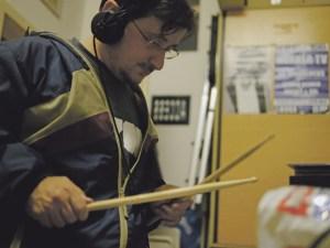 Harald Huckey Renner bei der Probe mit MerkerTV im Le Bureau 2. Foto Johannes Staudinger