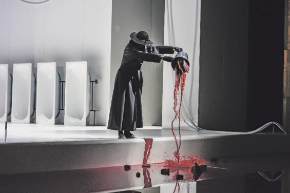 Der feierliche Umgang mit Gedärmen und Blut. Foto Dieter Wuschanski