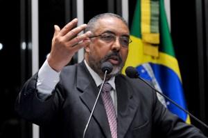 Em discurso na tribuna do plenário do Senado Federal, senador Paulo Paim (PT-RS).