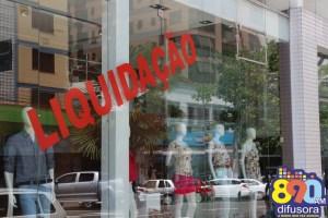 Comércio pode sofrer perdas de até 6% com prolongamento da greve dos bancos, estima CNDL