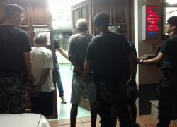 Trio é preso pela Brigada no Municipal em Bento, com drogas e arma