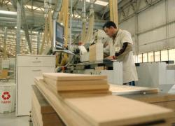 Pelo segundo mês seguido, indústria abriu mais postos de trabalho em Bento