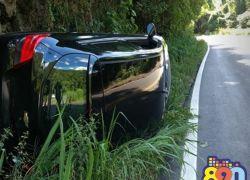 Veículo tomba em acidente na Serra das Antas na BR-470
