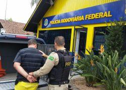 PRF prende homem com mandado de prisão em Bento Gonçalves na BR 470