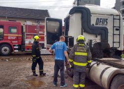 Incêndio danifica caminhão em Bento