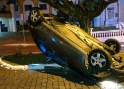 Motorista se acidenta e foge em Garibaldi
