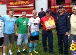 Veteranos do Clube Botafogo doam desfibrilador ao Corpo de Bombeiros de Bento