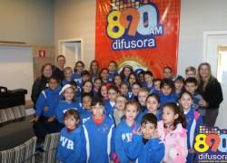 Alunos da Escola Padre Vicente Rodrigues, de Santa Tereza, visitam a Rádio Difusora