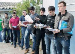 Alunos soldados fazem exames finais para ingresso na Brigada
