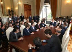 Governador Sartori assina pedido de plebiscito para estatais