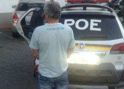 POE prende homem foragido no bairro Santa Helena em Bento