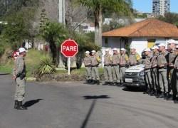 Forças policiais de Bento e Garibaldi prestam homenagens ao policial rodoviário morto durante tentativa de abordagem em Cruz Alta