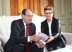 Governador José Ivo Sartori recebe convite para o jantar 'Eles na Cozinha'