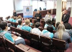 Estudantes visitam a sede do Legislativo em Bento