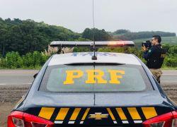 PRF flagra mais de 60 condutores em excesso de velocidade na BR-470 no final de semana