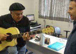 Polícia Civil recupera violão furtado de músico nativista