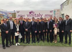 Comitiva da região divulga a Wine South America, que ocorre em Bento, durante feira na Itália
