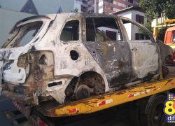Automóvel com registro de furto é encontrado incendiado no interior de Bento