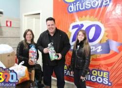 Anjos Unidos recebe novos lacres e tampas plásticas em campanha apoiada pela Difusora