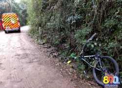 Ciclista fica levemente ferido em acidente no interior de Garibaldi
