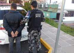 Homem é preso com arma no centro de Bento
