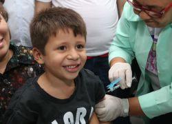 A quatro dias do final da campanha, 93% das crianças se vacinaram contra pólio e sarampo