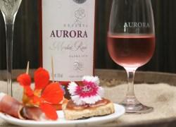 Vinícola Aurora propõe curso de degustação  com harmonização inusitada de flores comestíveis e vinhos